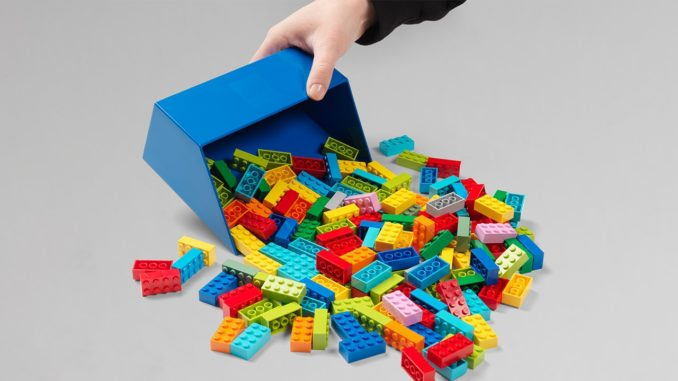 Room Copenhagen LEGO Brick Scooper Titel