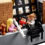 LEGO 10292 Friends Apartments 12