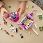 LEGO Friends 41688 Magischer Wohnwagen 16