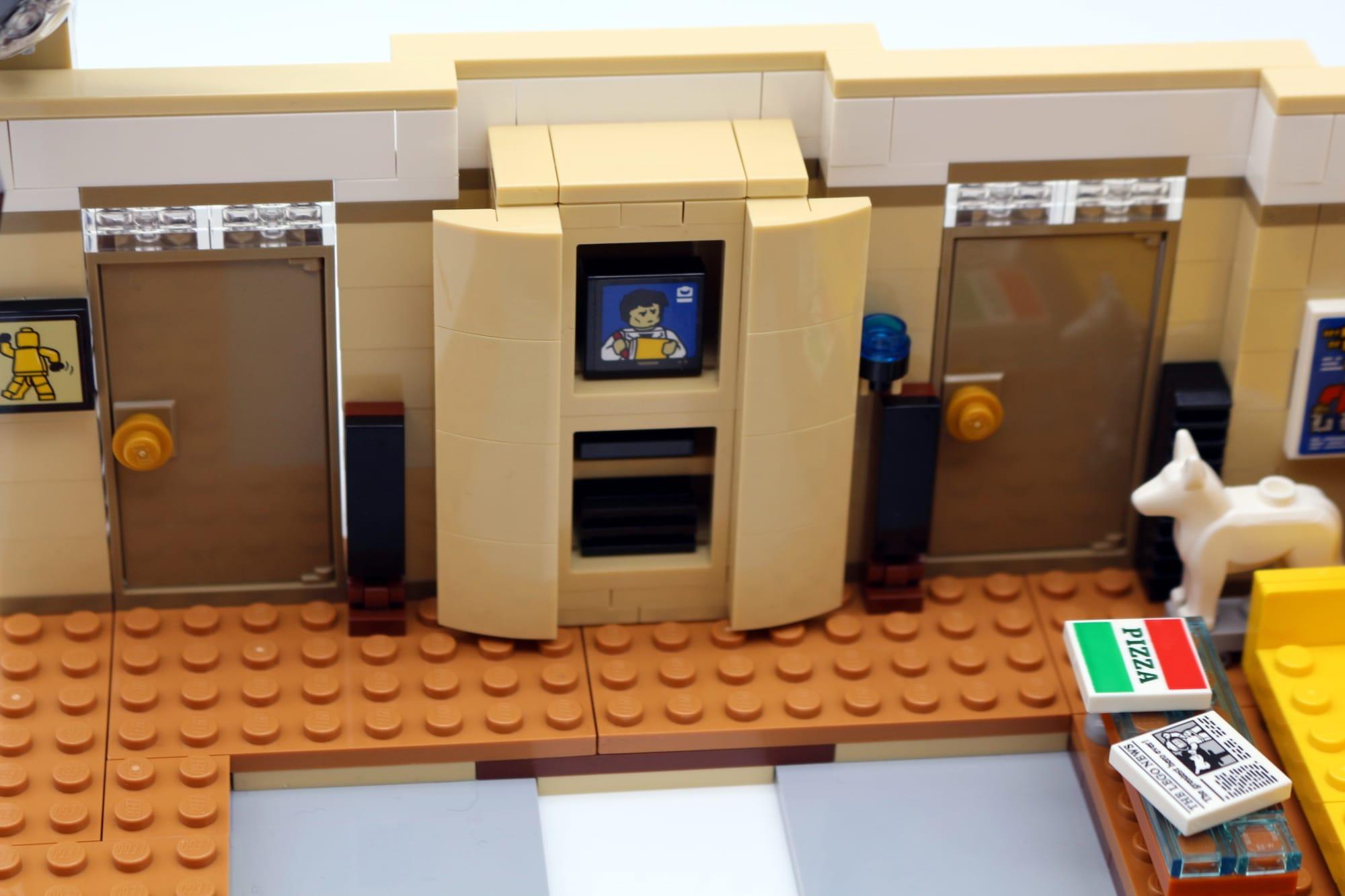 LEGO Friends 10292 The Friends Apartments 21