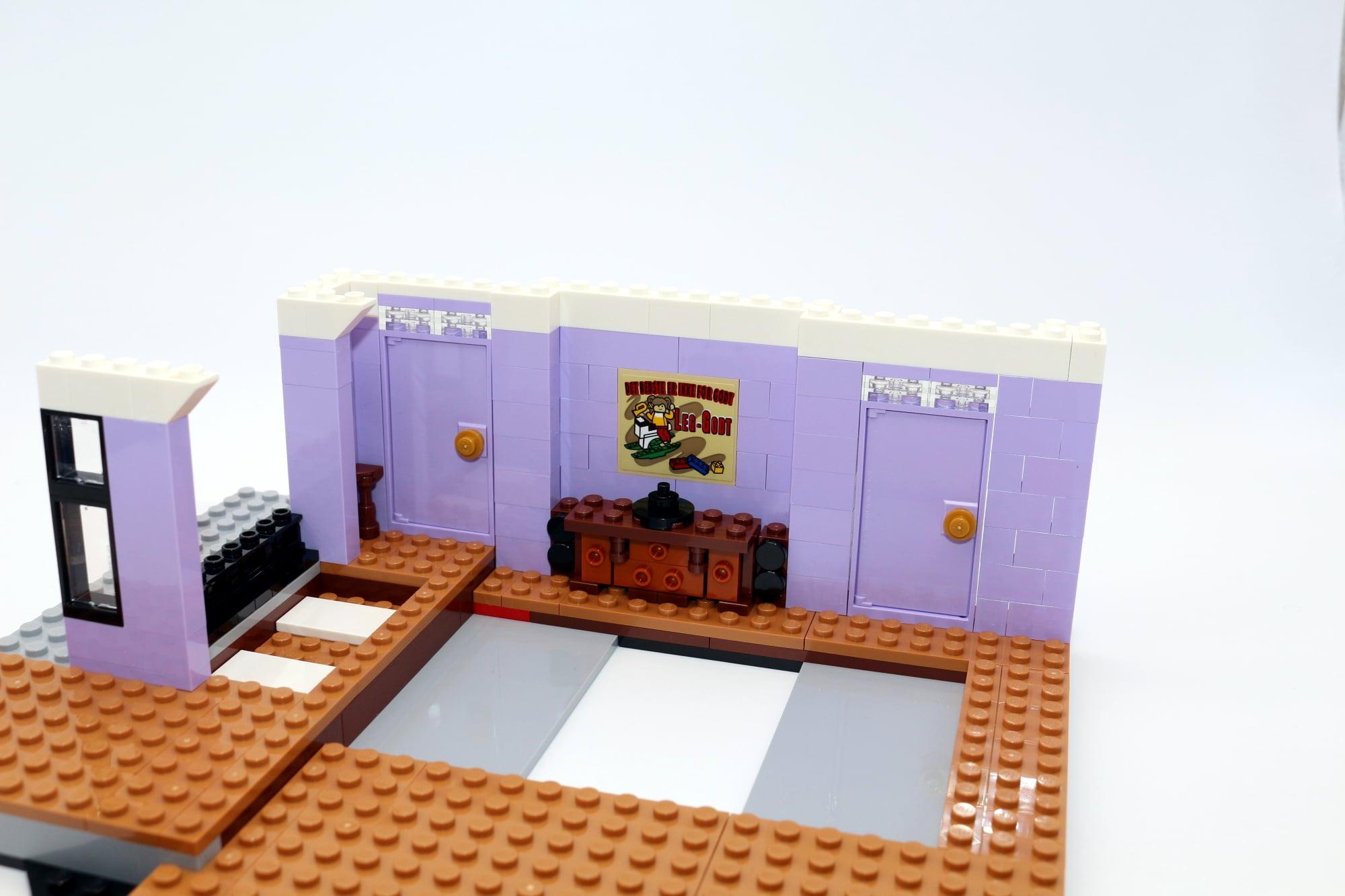 LEGO Friends 10292 The Friends Apartments 32