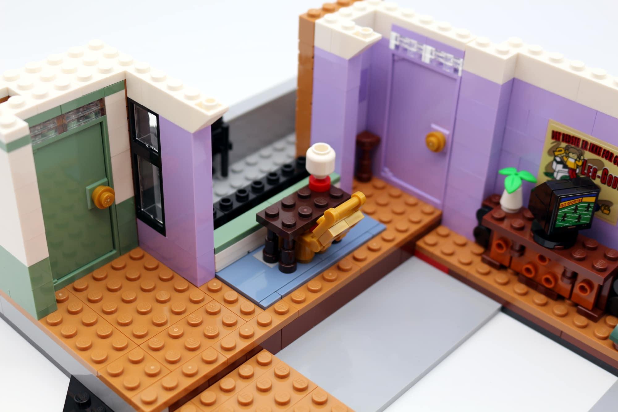 LEGO Friends 10292 The Friends Apartments 37