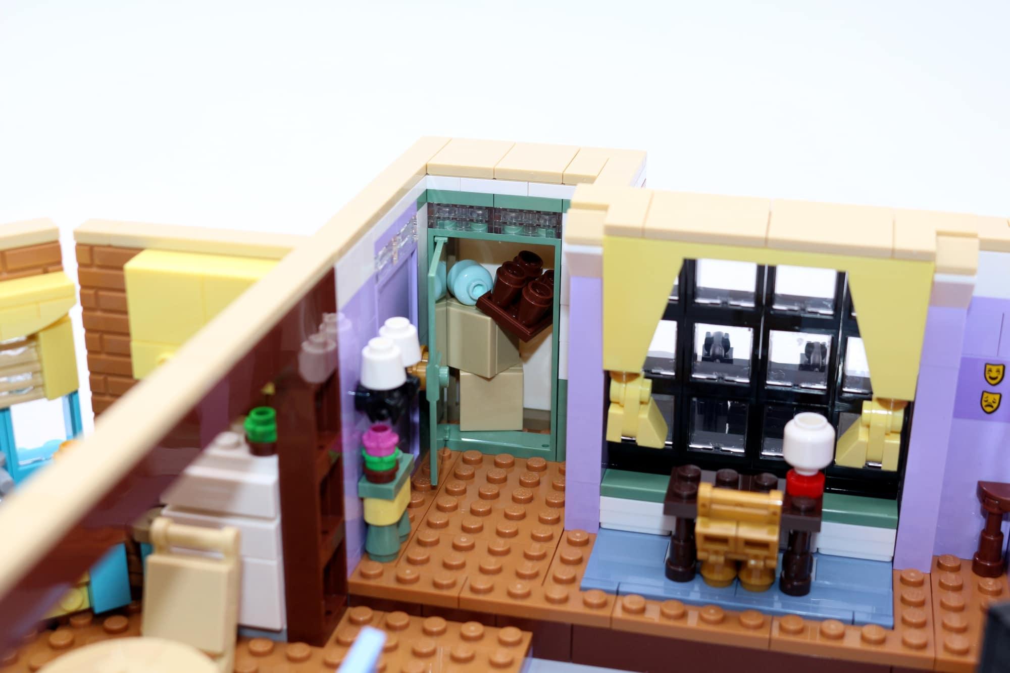 LEGO Friends 10292 The Friends Apartments 46
