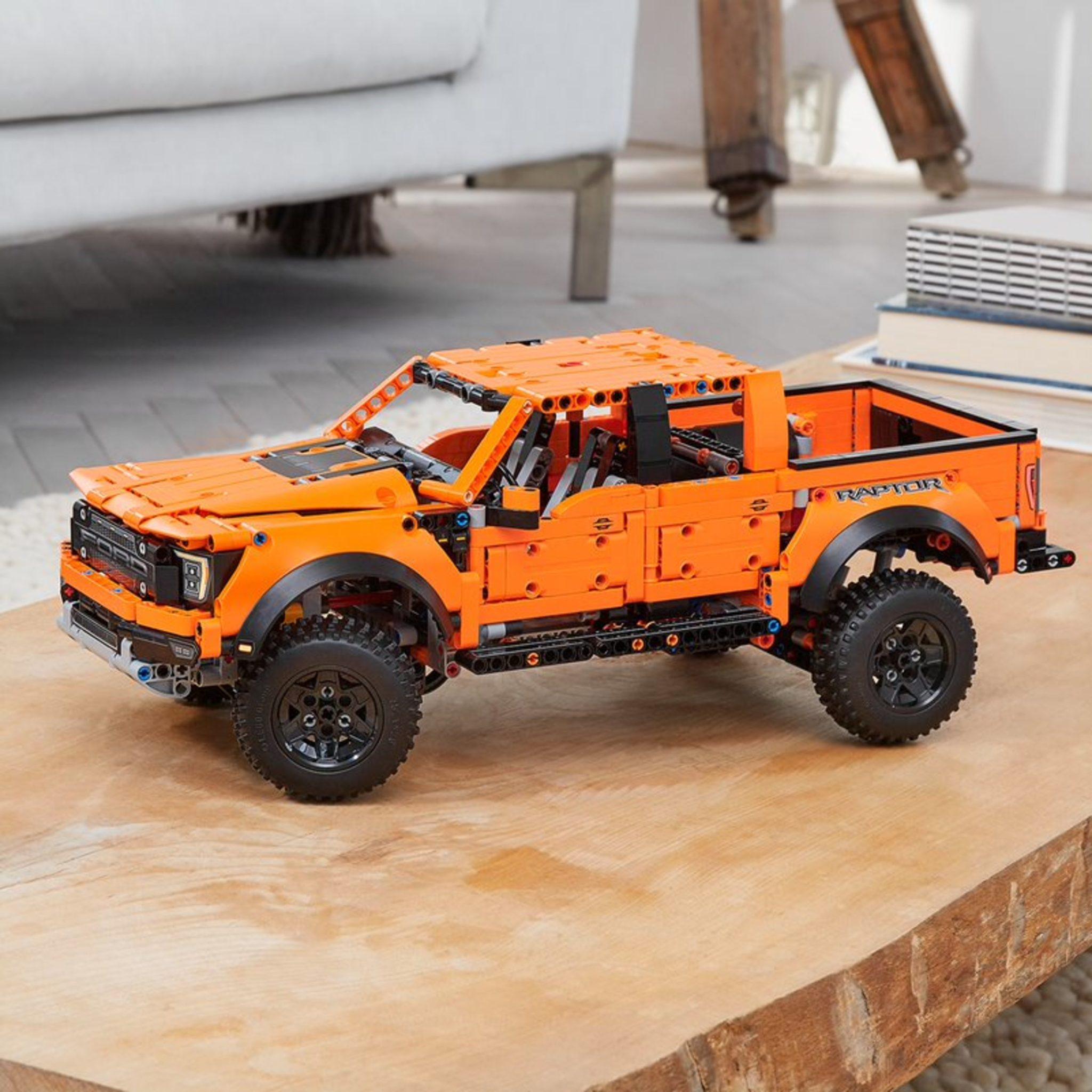 LEGO Technic 42126 Ford Raptor 1