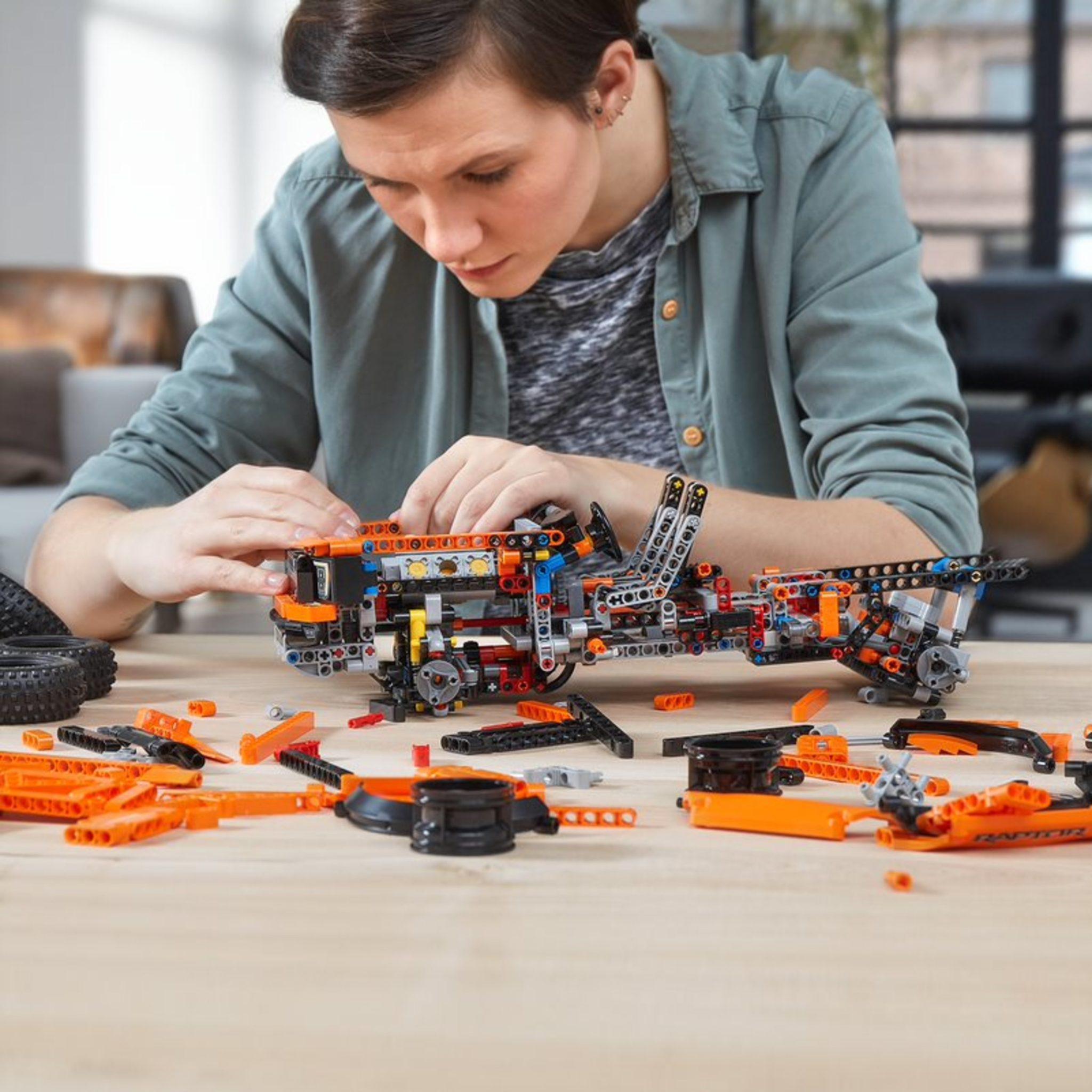LEGO Technic 42126 Ford Raptor 3