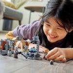 LEGO 75319 Die Mandalorianische Schmiede Der Waffenschmiedin 11
