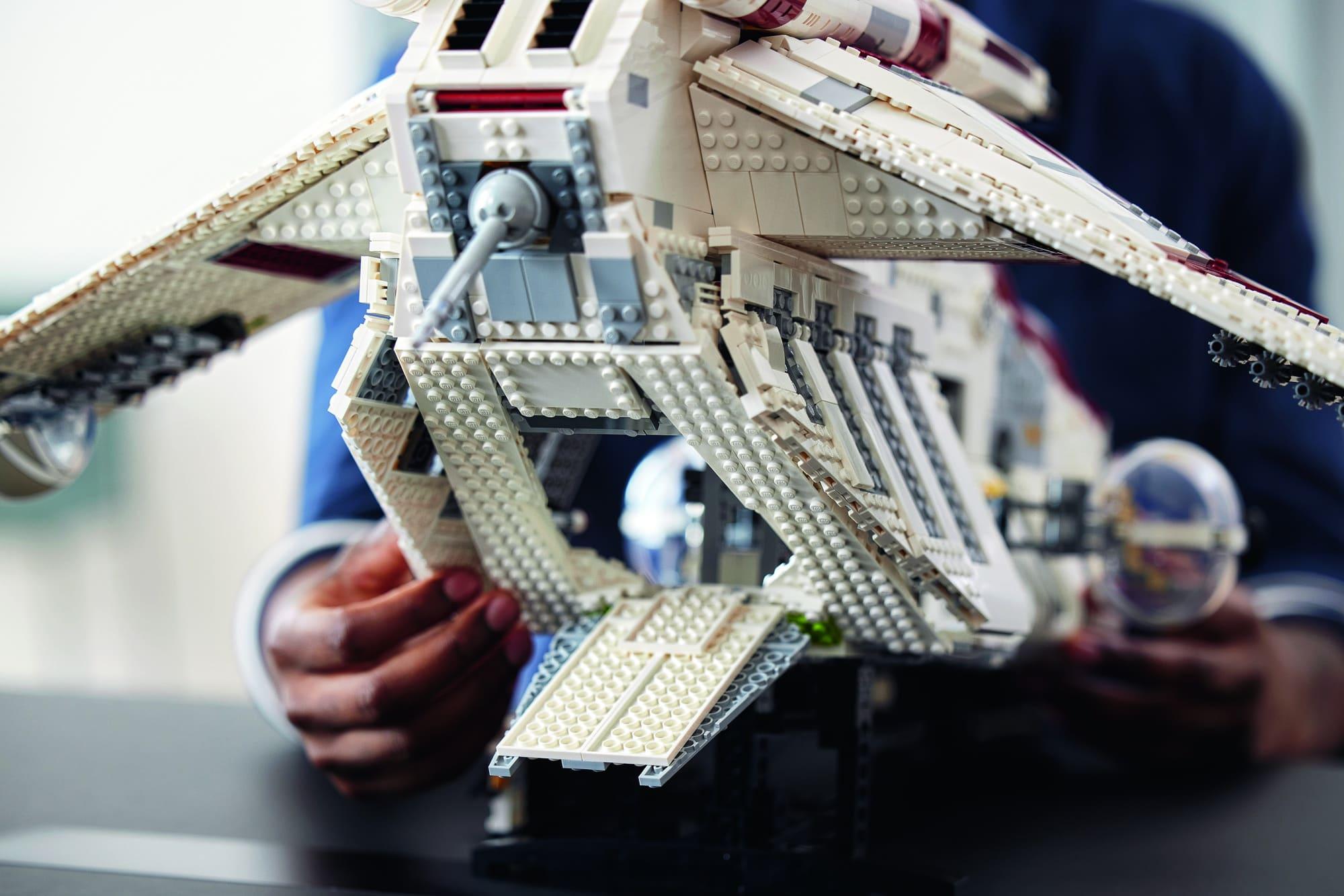 LEGO Star Wars 75309 Ucs Republic Gunship Lifestyle 11