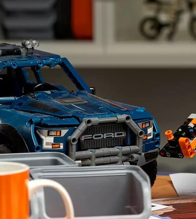 LEGO Technic Ford Raptor 42126 Blauer Prototyp 2