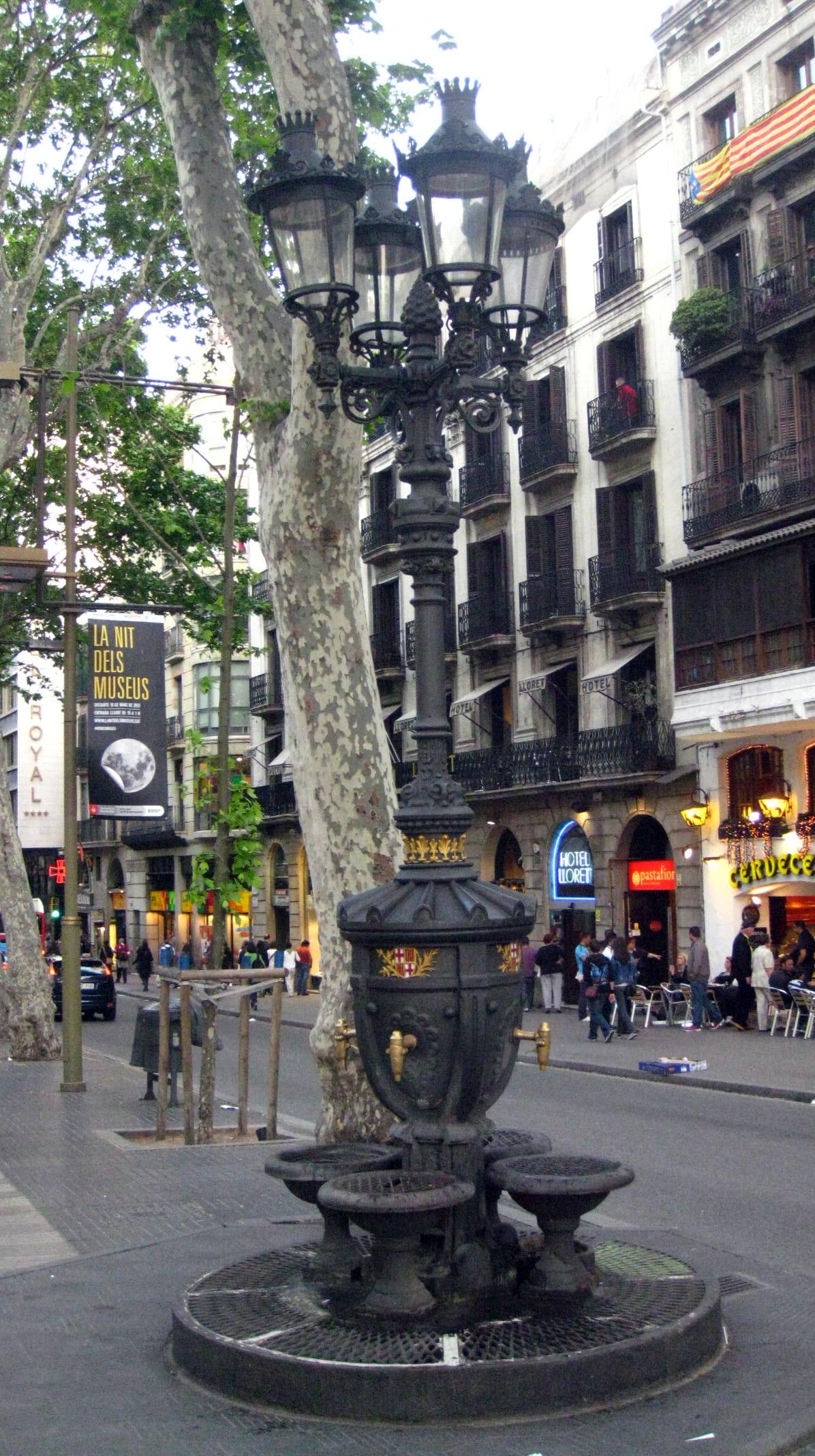 Barcelona Font De Canaletes A La Rambla