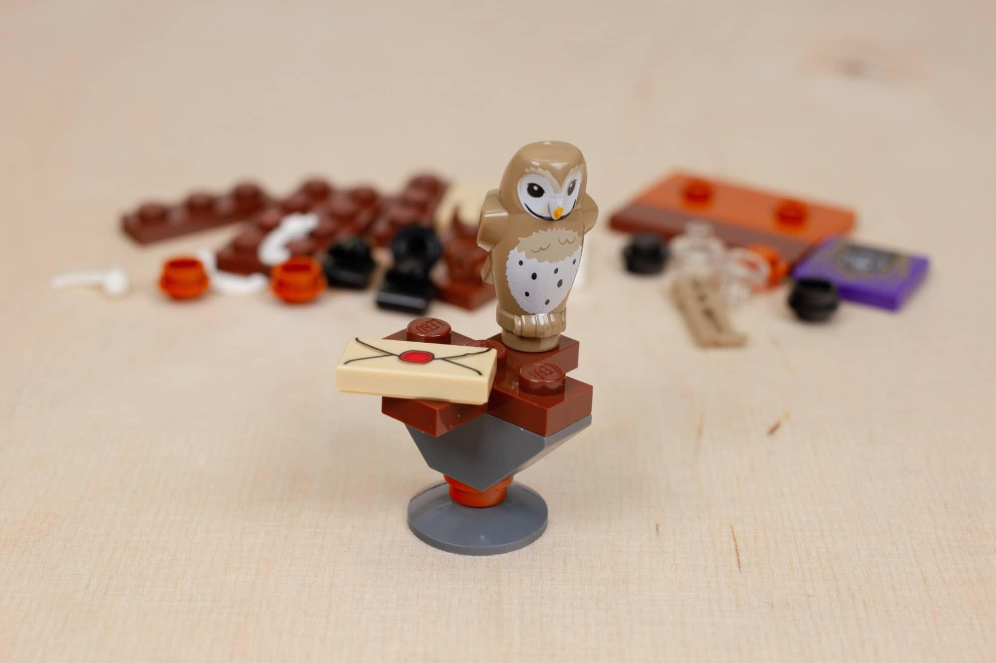 LEGO Harry Potter 30392 Hermines Schreibtisch 11