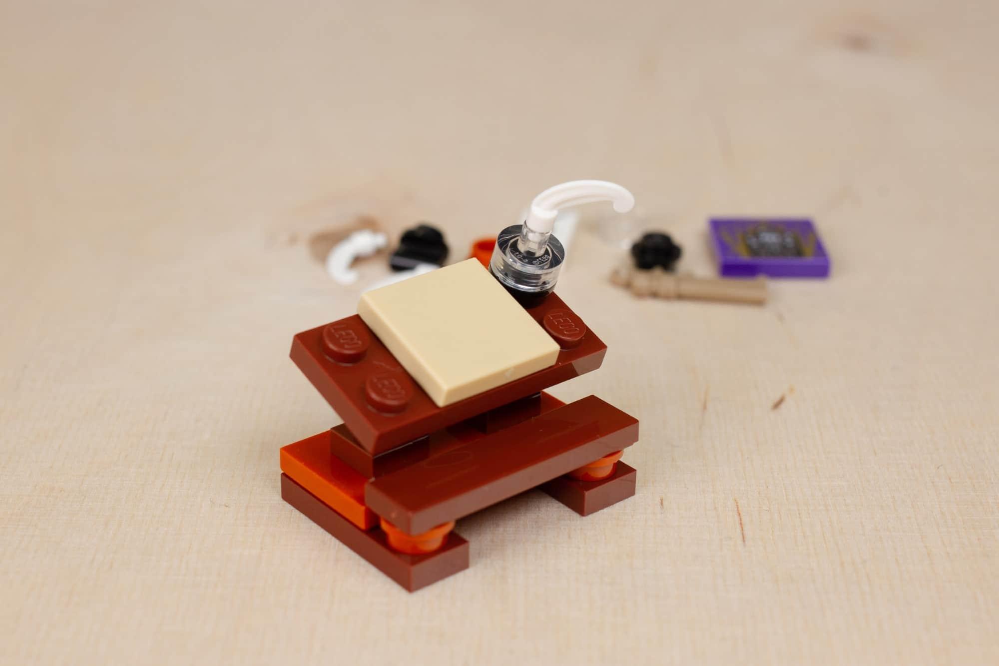 LEGO Harry Potter 30392 Hermines Schreibtisch 13