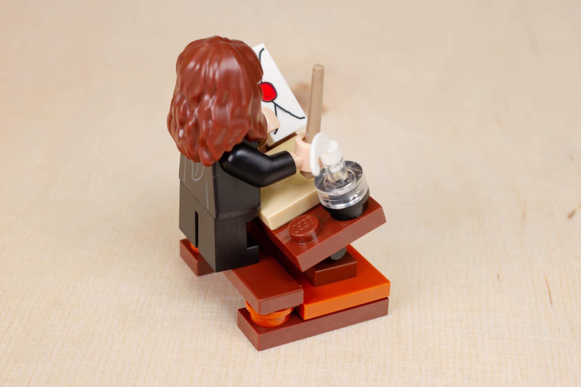 LEGO Harry Potter 30392 Hermines Schreibtisch 15