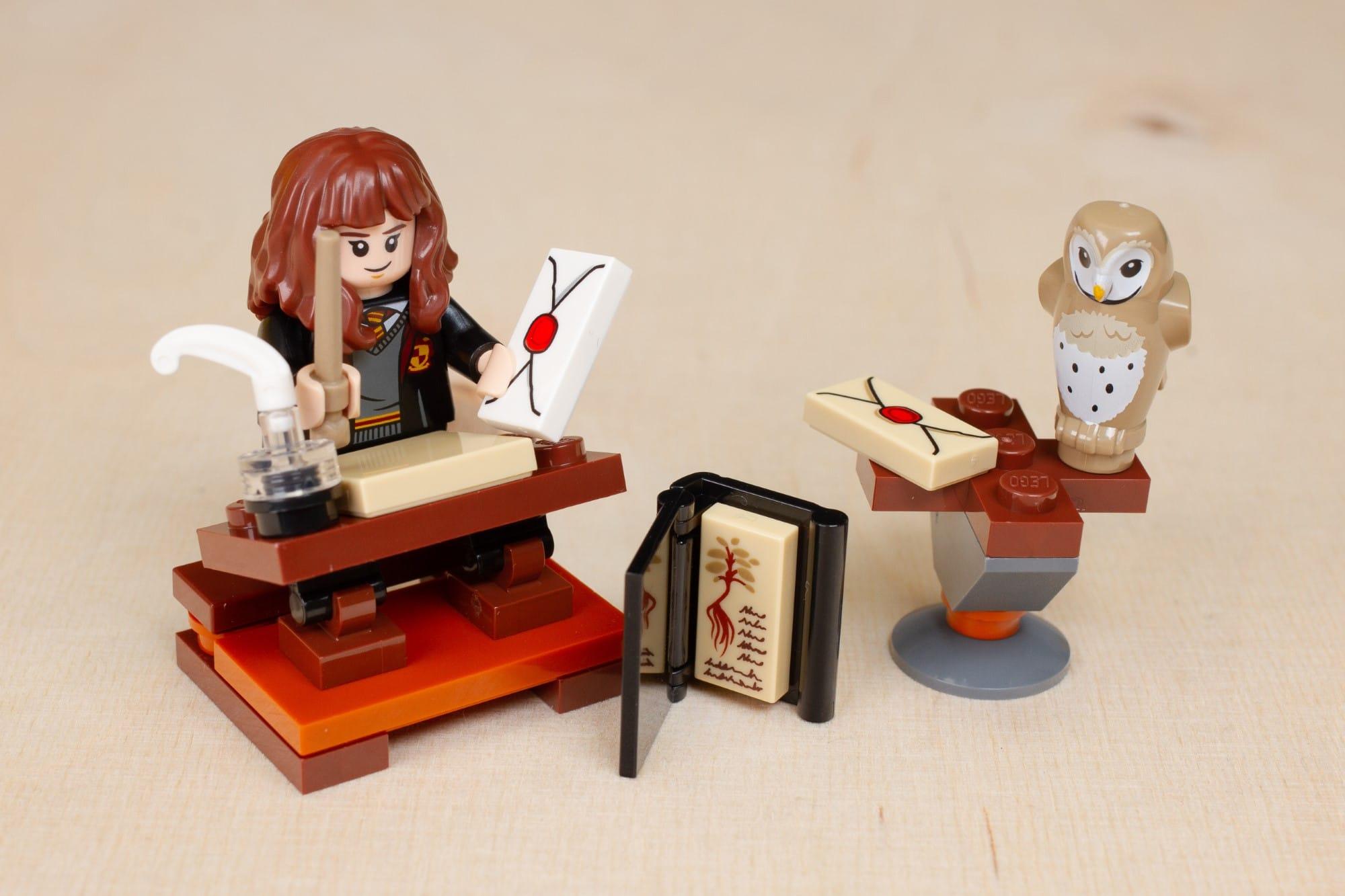 LEGO Harry Potter 30392 Hermines Schreibtisch 16