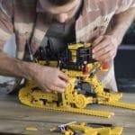 LEGO Technic 42131 Cat D11t Bulldozer 3