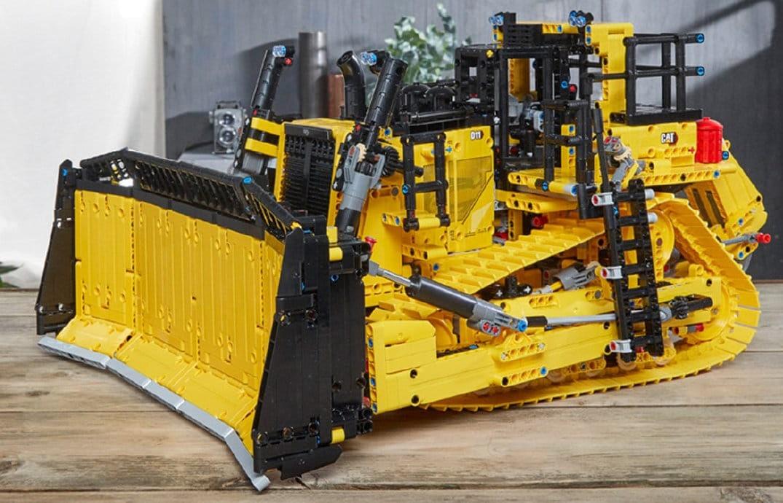 LEGO Technic 42131cat D11t Bulldozer Slider 1
