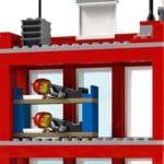 LEGO City 77944 Feuerwehrzentrale 8