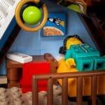 LEGO Creator Expert 10293 Santas Visit 9